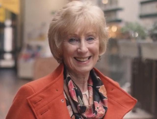 Margaret aus Schottland, Trägerin eines Cochlea-Implantats